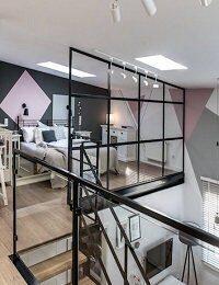 loft-scandinave-deco-industriel-chambre-avec-verriere-atelier_11