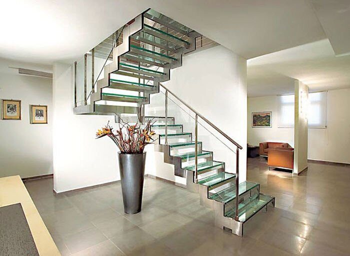 half-turn-staircase-with-a-lateral-stringers-metal-frame-and-glass-steps